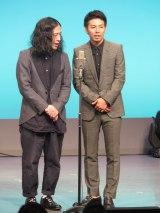 『芥川賞』受賞時の裏話も披露(左から又吉直樹、綾部祐二)