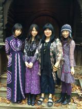 写真左から北野日奈子、齋藤飛鳥、アナ・スイ氏、斉藤優里