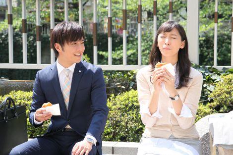連続ドラマ『花咲舞が黙ってない』第2話(左から)成宮寛貴、杏 (C)日本テレビ