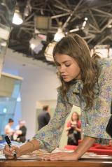 『ティーン・ビーチ2』の主演女優マイア・ミッチェル来日の模様(C)Disney
