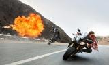 『ミッション:インポッシブル/ローグ・ネイション』スタントなし! トム・クルーズによる過激な超高速バイクアクションシーン(C)2015 Paramount Pictures. All Rights Reserved.