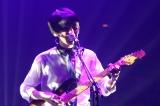 自身初の日本武道館公演で26曲を熱唱したUNISON SQUARE GARDENの斎藤宏介(Vo&G) Photo by Hisashi Mori
