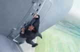 『ミッション:インポッシブル』トム・クルーズ自身による上空1500メートル、時速400キロの飛行機スタントが話題(C)2015 Paramount Pictures. All Rights Reserved.