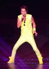 """衣装もポップな""""KIYOSHI""""が3年ぶりにポップスコンサート開催"""