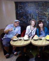 関西テレビ『モモコのOH!ソレ!み〜よ!』では台湾ロケを敢行 (C)関西テレビ