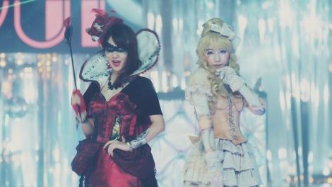 AKB48の41stシングル「ハロウィン・ナイト」MVより(写真左から柏木由紀、渡辺麻友)