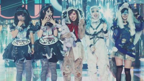 AKB48の41stシングル「ハロウィン・ナイト」MVより(写真左から柴田阿弥、高柳明音、渡辺美優紀、松村香織、武藤十夢)