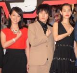 実写映画『進撃の巨人 ATTACK ON TITAN』の初日舞台あいさつに出席した(左から)桜庭ななみ、本郷奏多、水原希子 (C)ORICON NewS inc.
