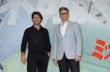(左から)『ミッション:インポッシブル/ローグ・ネイション』記者会見に出席したトム・クルーズ、クリストファー・マッカリー監督