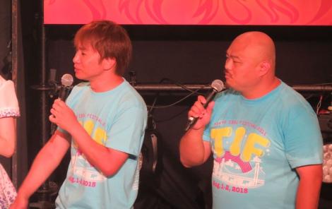 アイドルフェス『TOKYO IDOL FESTIVAL2015』のステージに登場した(左から)濱口優、クロちゃん (C)ORICON NewS inc.