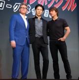 映画『ミッション:インポッシブル/ローグ・ネイション』のレッドカーペットイベントに出席した(左から)クリストファー・マッカリー監督、MIYAVI、トム・クルーズ (C)ORICON NewS inc.