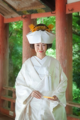 サムネイル 挙式で白無垢の花嫁姿を披露した杉崎美香