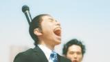ちょんまげ姿で大声で歌う織田信成=『JOYSOUND MAX』新CM