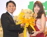 AKB48・小嶋陽菜(右)に暴言を連発した有吉弘行(左) (C)ORICON NewS inc.