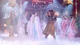 セクシーなダンスを披露する乙姫(菜々緒) auCM三太郎シリーズ「竜宮城ぷるぷる」篇