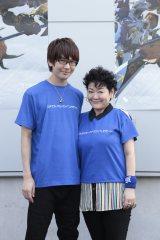 (左から)太一役の花江夏樹、アグモン役の坂本千夏=『デジモンアドベンチャーフェス2015』