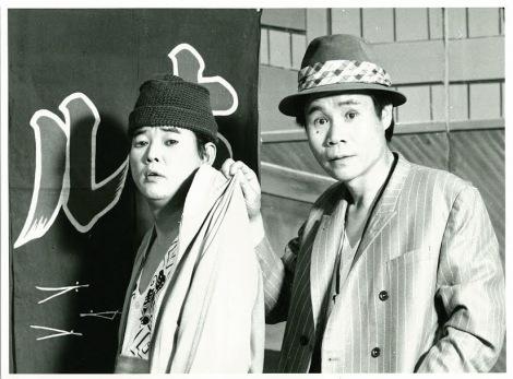 往年の花紀京さん(左)=盟友・岡八朗とのコンビで劇場を沸かせた