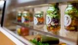 話題のジャーサラダなど、生野菜やフルーツを使用したこだわりのメニューを提供