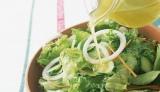 サラダといってもカロリーはさまざま。中には食べ過ぎると太ってしまうものも…