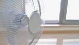 夏の救世主エアコン&扇風機も、使い方や選び方次第で肌にダメージを与えることが…