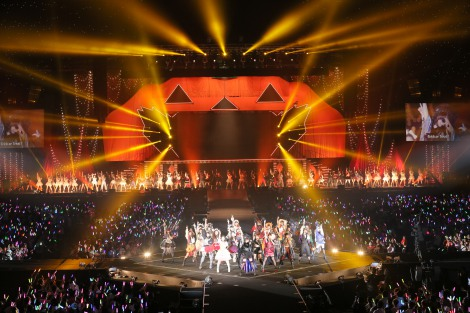 巨大なカボチャのセットを背に新曲「ハロウィン・ナイト」を披露した =『AKB48真夏の単独コンサート in さいたまスーパーアリーナ〜川栄さんのことが好きでした〜』初日公演(C)AKS