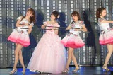 『AKB48真夏の単独コンサート in さいたまスーパーアリーナ〜川栄さんのことが好きでした〜』2日夜公演で「ハステとワステ」を披露した(左から)小嶋陽菜、川栄李奈、高橋みなみ (C)AKS