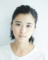 『カルピスウォーター』CMでも話題の太眉美女、黒島結菜(写真)
