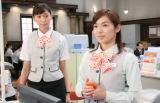 「お言葉を返すようですが」の決め台詞もすっかりおなじみ。花咲舞を演じる杏(左)(C)日本テレビ