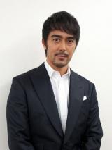 8月10日、NHK総合で放送『戦後70年 一番電車が走った』に出演する阿部寛 (C)ORICON NewS inc.