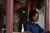 原爆投下のわずか3日後、一台の路面電車が焦土の街を走り始めた。運転氏は女学生の雨田豊子(黒島結菜)(C)NHK