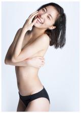 松井珠理奈ファースト写真集『Jurina』表紙カット(C)渡辺達生/週刊プレイボーイ