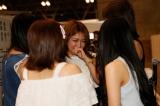抽選会場で卒業を発表した初代女王・内田眞由美(C)AKS