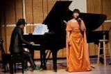 大江千里のピアノ演奏で熱唱した岩崎宏美