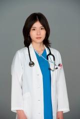 連続ドラマ『コウノドリ』で新米産婦人科医の下屋加江を演じる松岡茉優 (C)TBS