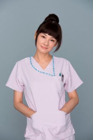 連続ドラマ『コウノドリ』で助産師の小松留美子を演じる吉田羊 (C)TBS