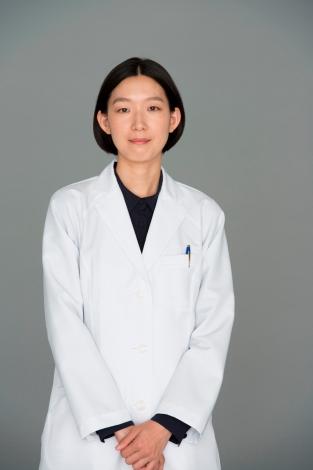 連続ドラマ『コウノドリ』でメディカルソーシャルワーカーの向井祥子を演じる江口のりこ (C)TBS