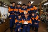 正名僕蔵の誕生日を関西テレビ・フジテレビ系『HEAT』の消防団員メンバーが祝福(C)関西テレビ