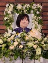 渡辺さんの祭壇 遺影は昨年12月に撮影されたもの (C)ORICON NewS inc.