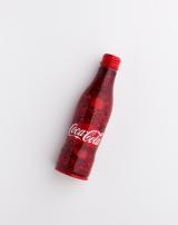 hydeがデザインしたチャリティーボトル=「コカ・コーラ」ボトル100周年企画『コカ・コーラ 三越伊勢丹 アートスリムボトルチャリティ』