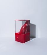 加藤ミリヤがデザインしたチャリティーボトル=「コカ・コーラ」ボトル100周年企画『コカ・コーラ 三越伊勢丹 アートスリムボトルチャリティ』