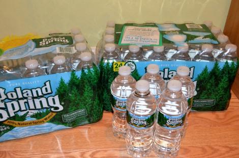 地震への備えといえば、水や防災グッズなど。保存スペースがない場合は、トランクルームが役立つ(写真はイメージ)