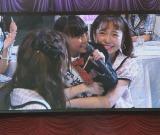 『第2回AKB48グループドラフト会議』のパフォーマンスで今村麻莉愛さんを抱きしめた島崎遥香は「かわいすぎて食べたくなっちゃいました」 (C)ORICON NewS inc.