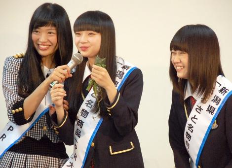 """新潟名物の""""食レポ""""に挑戦したNGT48=『新潟ふるさと名物商品PR大使就任式』 (C)ORICON NewS inc."""