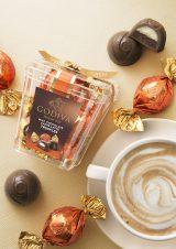 カフェラテの香り高い風味が広がる『ラッピングチョコレート トリュフ カフェラテ』(5粒入税込756円)