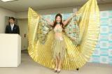 派手な衣装は「正装」 クジャクのように羽を広げるシルク