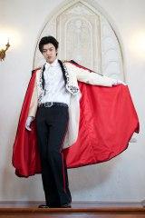 ドラキュラの姿をした国際的人気アイドル・SILVERの登場に注目(C)2015 テレビ朝日・東映AG・東映