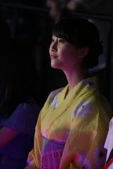 『SKE48松井玲奈 卒業記念イベント』より。SKE48劇場で研究生公演を見守る松井玲奈 (C)AKS