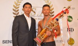 金子賢(左)と総合優勝に輝いた野本護さん=『Summer Style Award』 (C)ORICON NewS inc.