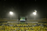 2曲目から雨が降り出し、3万人がずぶ濡れに=『ゆず弾き語りライブ2015 二人参客』