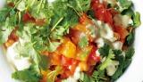 サラダ作りのヒントがいっぱい デリ風サラダ料理本『「ターブルオギノ」のDELIサラダ』(税抜1500円/世界文化社)「パプリカとトマト、ヒヨコマメの煮込みサラダ」